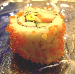 California_roll_with_tobiko
